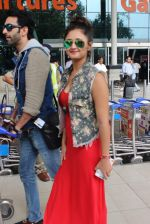Rashmi desai, nandish Sandhu snapped at airport in Mumbai on 26th June 2015 (32)_558e70cdbe256.JPG