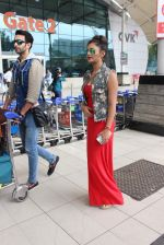 Rashmi desai, nandish Sandhu snapped at airport in Mumbai on 26th June 2015 (37)_558e70b38a0b6.JPG