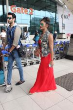 Rashmi desai, nandish Sandhu snapped at airport in Mumbai on 26th June 2015 (38)_558e709d6c509.JPG