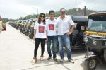 Sachin Khedekar, Sonalee Kulkarni, Amey Wagh at Shutter film promotions with rickshaw drivers in Filmcity, Mumbai on 27th June 2015 (38)_559175f5ec940.JPG