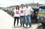 Sachin Khedekar, Sonalee Kulkarni, Amey Wagh at Shutter film promotions with rickshaw drivers in Filmcity, Mumbai on 27th June 2015 (40)_559175f77e733.JPG