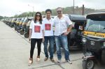 Sachin Khedekar, Sonalee Kulkarni, Amey Wagh at Shutter film promotions with rickshaw drivers in Filmcity, Mumbai on 27th June 2015 (43)_55917655a1485.JPG