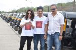 Sachin Khedekar, Sonalee Kulkarni, Amey Wagh at Shutter film promotions with rickshaw drivers in Filmcity, Mumbai on 27th June 2015 (46)_55917627c4856.JPG