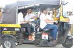Sachin Khedekar, Sonalee Kulkarni, Amey Wagh at Shutter film promotions with rickshaw drivers in Filmcity, Mumbai on 27th June 2015 (48)_55917628b17e9.JPG