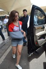 Alia Bhatt snapped with sister as she returns from her family vacation after 15 years in Hyderabad on 27th June 2015 (12)_559175b9cd287.JPG
