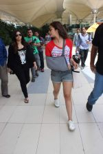 Alia Bhatt snapped with sister as she returns from her family vacation after 15 years in Hyderabad on 27th June 2015 (15)_559175bf13a46.JPG