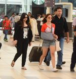 Alia Bhatt snapped with sister as she returns from her family vacation after 15 years in Hyderabad on 27th June 2015 (4)_559175b106b46.JPG
