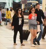 Alia Bhatt snapped with sister as she returns from her family vacation after 15 years in Hyderabad on 27th June 2015 (6)_559175b2b81e2.JPG