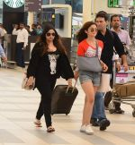 Alia Bhatt snapped with sister as she returns from her family vacation after 15 years in Hyderabad on 27th June 2015 (8)_559175b4b0160.JPG