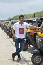 Amey Wagh at Shutter film promotions with rickshaw drivers in Filmcity, Mumbai on 27th June 2015 (34)_5591762e12a5e.JPG
