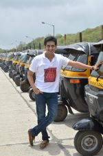 Amey Wagh at Shutter film promotions with rickshaw drivers in Filmcity, Mumbai on 27th June 2015 (39)_559176336261c.JPG