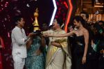 Kiron Kher, Karan Johar, Malaika Arora Khan at IGT grand finale in Filmcity, Mumbai on 27th June 2015 (100)_559177bc52b0c.JPG