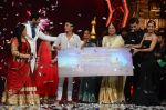 Kiron Kher, Karan Johar, Malaika Arora Khan at IGT grand finale in Filmcity, Mumbai on 27th June 2015 (102)_559177be13ee7.JPG