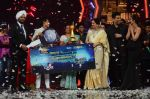 Kiron Kher, Karan Johar, Malaika Arora Khan at IGT grand finale in Filmcity, Mumbai on 27th June 2015 (106)_55917787a82a4.JPG