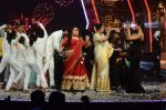 Kiron Kher, Karan Johar, Malaika Arora Khan at IGT grand finale in Filmcity, Mumbai on 27th June 2015 (109)_55917788ac6e7.JPG
