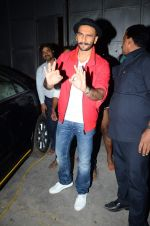 Ranveer Singh snapped post Bajirao Mastani shoot in Filmcity, Mumbai on 27th June 2015 (9)_559176ac2c398.JPG