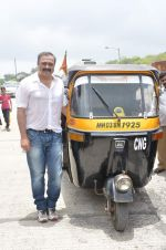 Sachin Khedekar at Shutter film promotions with rickshaw drivers in Filmcity, Mumbai on 27th June 2015