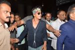 Shahrukh Khan returns with family at airport from London in International Airport on 27th June 2015 (18)_559175d8dae82.JPG