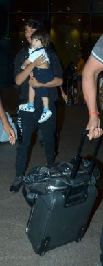 Shahrukh Khan returns with family at airport from London in International Airport on 27th June 2015