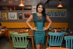 Shriya Saran at Fatty Bow restaurant launch in Bandra, Mumbai on 27th June 2015 (55)_559178996ed81.JPG
