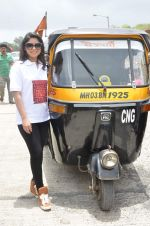 Sonalee Kulkarni at Shutter film promotions with rickshaw drivers in Filmcity, Mumbai on 27th June 2015