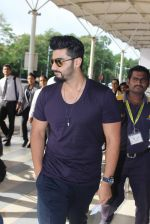 Arjun Kapoor snapped at airport in Mumbai on 29th June 2015 (6)_55923c2a3d35d.JPG
