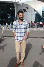 Prabhu Deva snapped at airport in Mumbai on 29th June 2015 (15)_55923c88121ec.JPG