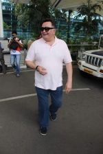 Rishi Kapoor snapped at airport in Mumbai on 29th June 2015 (28)_55923c93a324e.JPG
