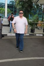Rishi Kapoor snapped at airport in Mumbai on 29th June 2015 (33)_55923c9816fed.JPG