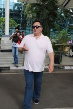 Rishi Kapoor snapped at airport in Mumbai on 29th June 2015 (34)_55923c993be1f.JPG