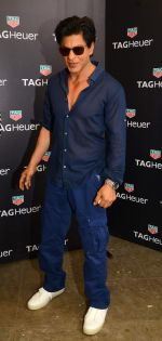 Shah Rukh Khan launches Tag Heuer_s Don_t Crack Under Pressure initiative in Mumbai on 29th June 2015 (2)_55923b979ffe2.JPG