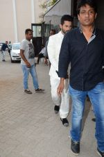 Shahid Kapoor snapped at mehboob on 29th June 2015 (2)_55923b78a58f4.JPG