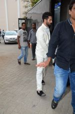 Shahid Kapoor snapped at mehboob on 29th June 2015 (3)_55923b79739fd.JPG