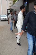Shahid Kapoor snapped at mehboob on 29th June 2015 (4)_55923b7a417e4.JPG