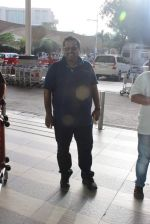 Shankar Mahadevan snapped at airport in Mumbai on 29th June 2015 (20)_55923ca6400b5.JPG