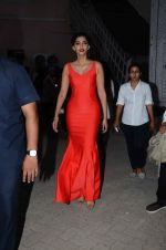 Sonam Kapoor snapped at mehboob studios on 28th June 2015 (26)_559230f3db620.JPG