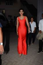 Sonam Kapoor snapped at mehboob studios on 28th June 2015 (29)_559230f5d60df.JPG