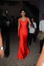 Sonam Kapoor snapped at mehboob studios on 28th June 2015 (30)_559230f67ac61.JPG