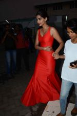 Sonam Kapoor snapped at mehboob studios on 28th June 2015 (32)_559230f7b6710.JPG