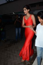 Sonam Kapoor snapped at mehboob studios on 28th June 2015 (34)_559230f8ed38e.JPG