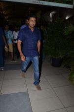 Surya snapped at airport in Mumbai on 29th June 2015 (6)_55923cb502bdb.JPG