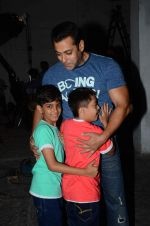 salman Khan snapped at mehboob studios on 28th June 2015 (25)_559230c80348a.JPG