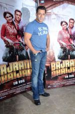 salman Khan snapped at mehboob studios on 28th June 2015 (35)_559230cfbdc45.JPG