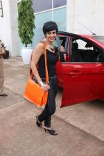 Mandira Bedi at streetsmart street safe campaign launch by top gear magazine and mumbai police on  30th June 2015 (28)_5593af4ec332f.JPG
