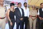 Mandira Bedi, Sunil Shetty at streetsmart street safe campaign launch by top gear magazine and mumbai police on  30th June 2015 (31)_5593af52b5bf1.JPG
