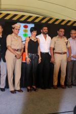 Mandira Bedi, Sunil Shetty at streetsmart street safe campaign launch by top gear magazine and mumbai police on  30th June 2015 (43)_5593af852f73b.JPG