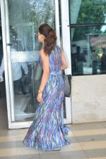 Urvashi Rautela leave for Great Grand masti shoot in Gujarat on 30th June 2015 (38)_5593c7ee6857c.JPG