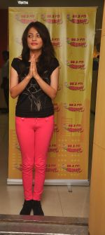 Sneha Ullal at Radio Mirchi 98.3 Fm on 1st July 2015 (2)_5594d62705784.JPG