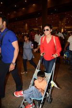 Ajay Devgan and Kajol return from London along with mom and kids on 2nd july 2015 (14)_5596318093f18.JPG