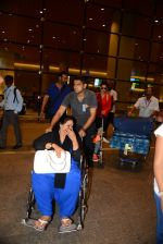 Ajay Devgan and Kajol return from London along with mom and kids on 2nd july 2015 (5)_5596317cc9eb8.JPG